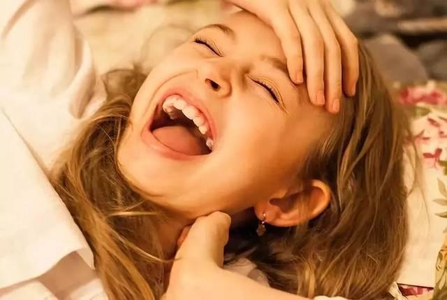 拉近关系 还有益身心 下面,小编告诉大家每日微笑方法 ↓↓ 1,张嘴