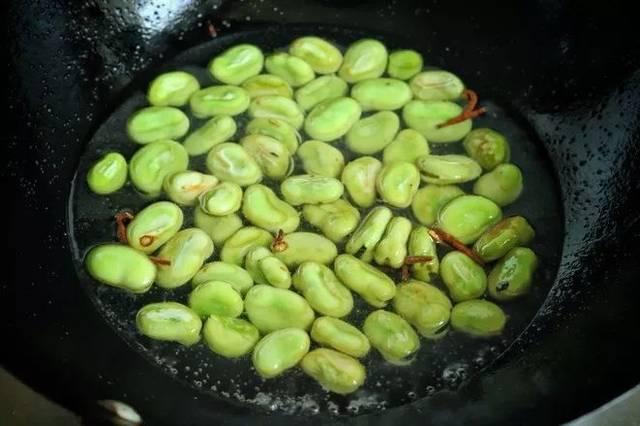 正当季的蚕豆,价格便宜做法简单,防癌补钙脑力工作者必备!