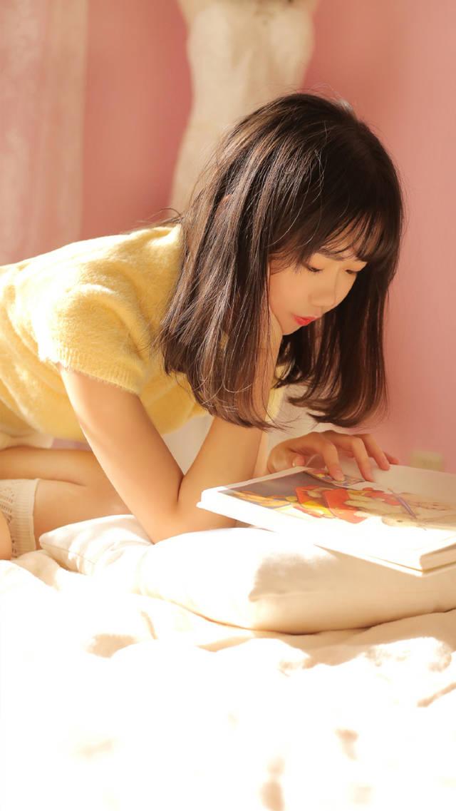 性感美女白色丝袜床上诱惑写真手机壁纸