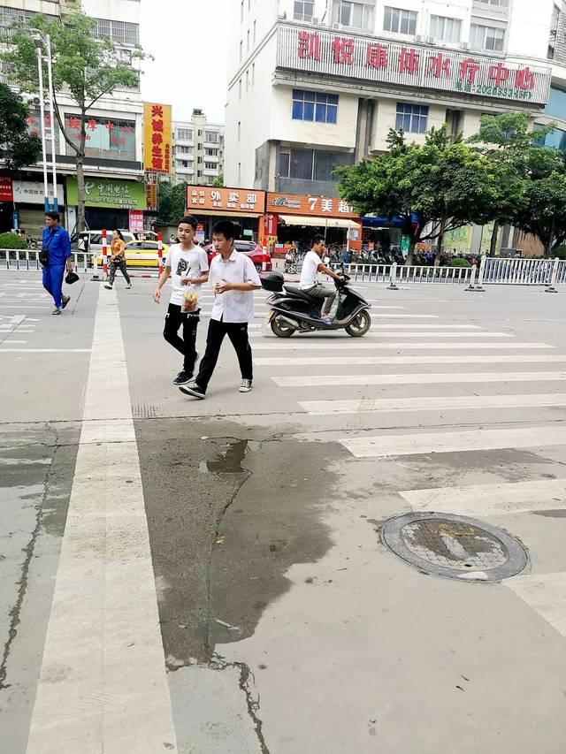 市民心声:学校路口应设置红绿灯,为学生上下学