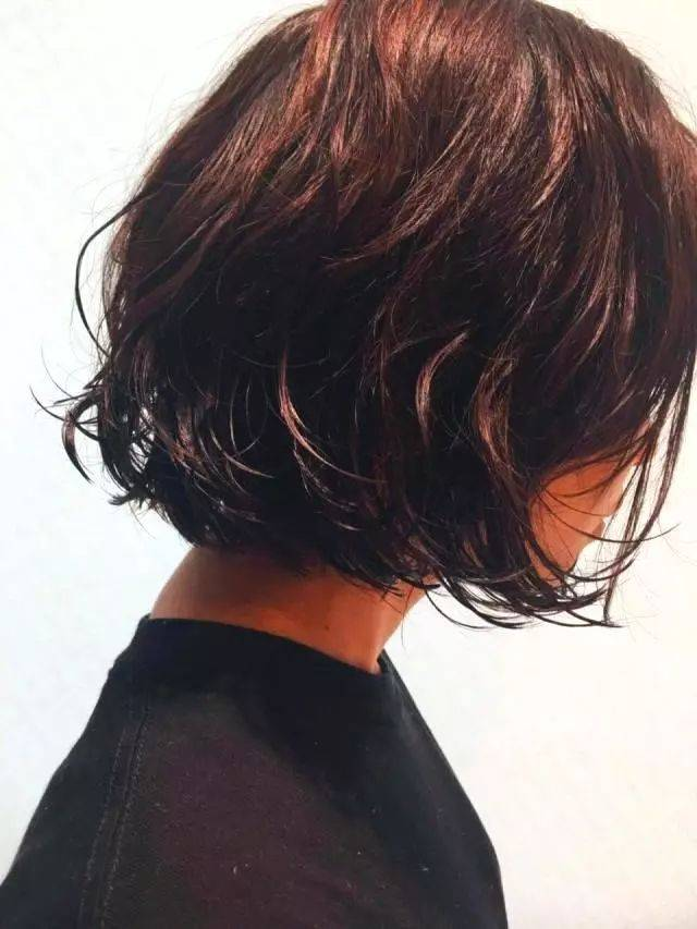 2019年最火的短发发型,减龄显气质,羊毛卷公主切上榜图片