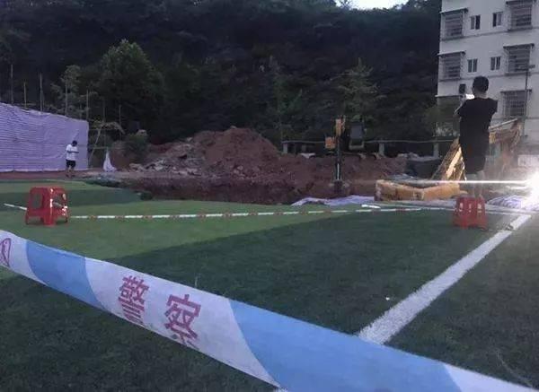 """湖南""""操场埋尸案""""最新进展:死者确认是邓世平,原校长被查"""