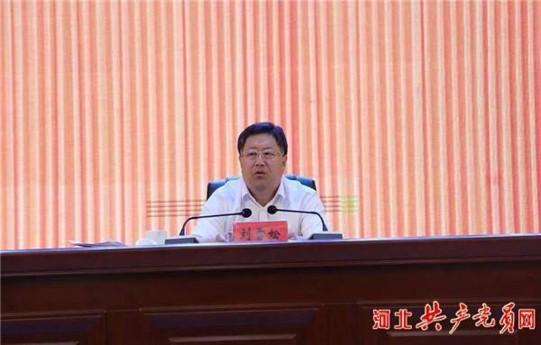 """康保县召开非贫困村""""两不愁三保"""