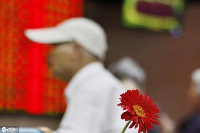 在中国股市,牢记股票买卖十大口诀,就能吃香喝辣走向人生巅峰