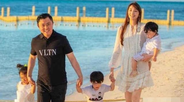 """吴佩慈宣布怀第四胎喜讯,其宝宝性别为女,""""名分""""却惹争议"""