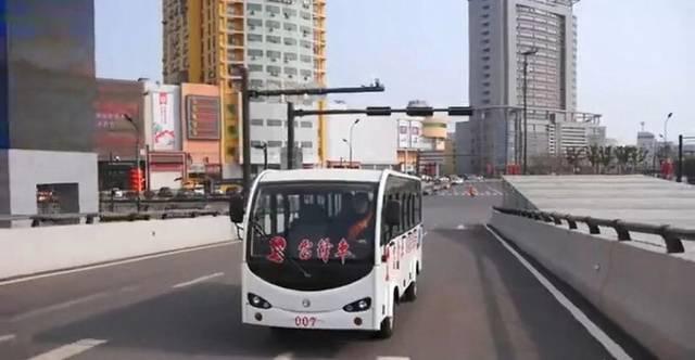 连云港解放路上的靓丽风景:雷锋车_手机搜狐网图片