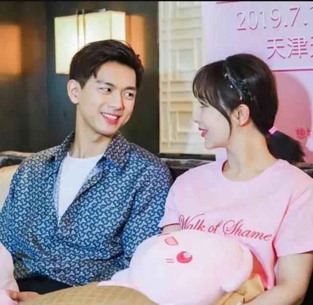 有情况?杨紫李现再度合作拍摄杂志,身穿情侣照满足观众心愿