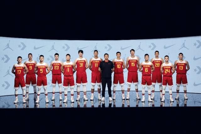 中国男篮发布新战袍帅气亮相,李楠坦承世界杯主场作战压力大