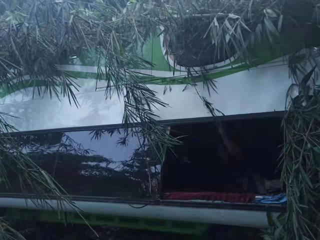中国旅行团老挝车祸13人遇难,旅