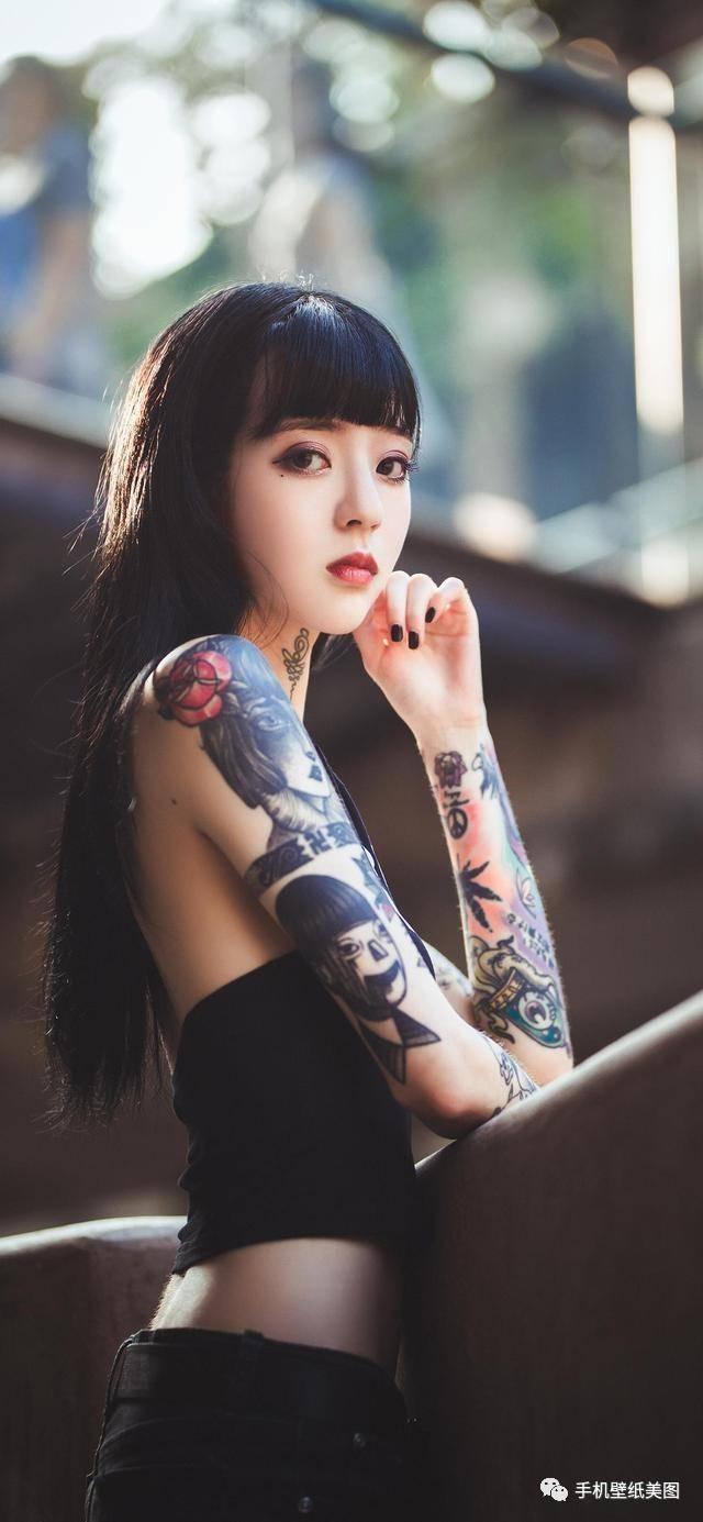2019抖音超火壁纸,网红纹身小姐姐壁纸,波多野结_三壁纸
