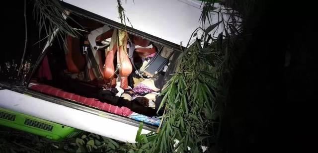 中国旅行团在老挝发生严重车祸,已造成13人死亡