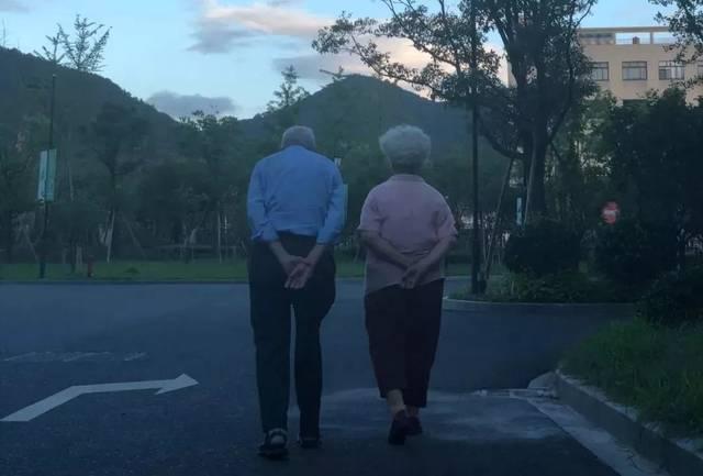 在一个山村傻子老婆跑了两个妹傹��K�.K��K�nK�K�_第一批住进养老院的90后,后来怎么样了?