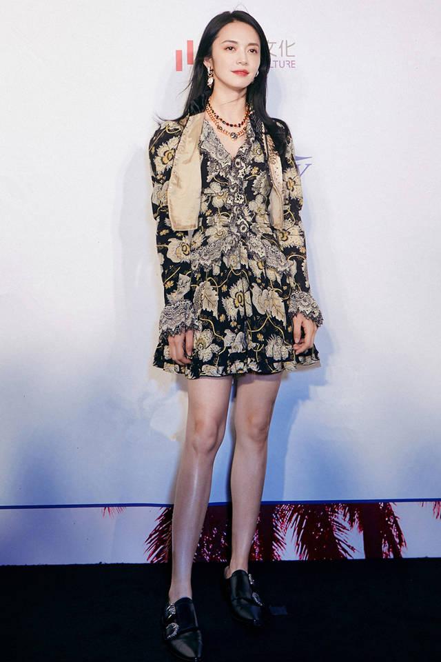 40岁姚晨好霸气!穿两万五裙装搭配金项链女总裁苏明玉又回来了