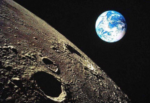 当位于地球上的我们望向月球的时候,似乎它永远都是同一个样子,只是图片