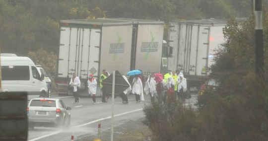 新西兰一辆巴士翻车 已致包括中国游客在内6人死亡