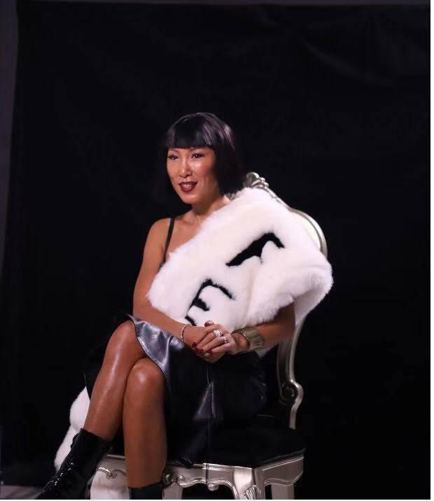 时尚女魔头唐拉拉接受深圳电视台都市频道《女人帮》访谈