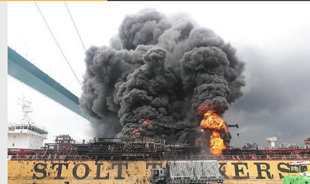 韩蔚山港油轮爆炸,18人受傷,导致另一艘消防船起火