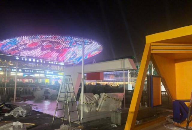 肖华连夜抵达上海,中国赛海报已拆除,肖华或希望姚明能从中斡旋