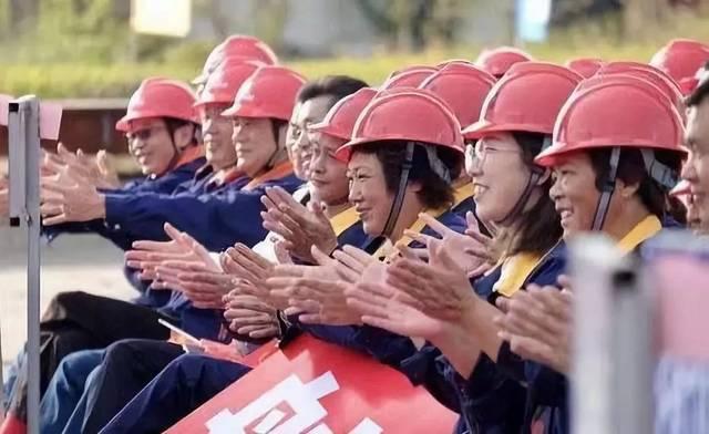 (1176期)中国梦 劳动美 职工情——全总文工团走进沪通长江大桥工地