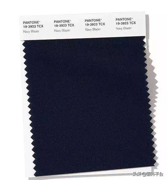deep blue navy blazer is stylish and self-assured.