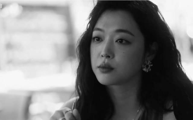 【评论】雪莉之死,揭开了韩国娱乐圈狰狞的潜规则