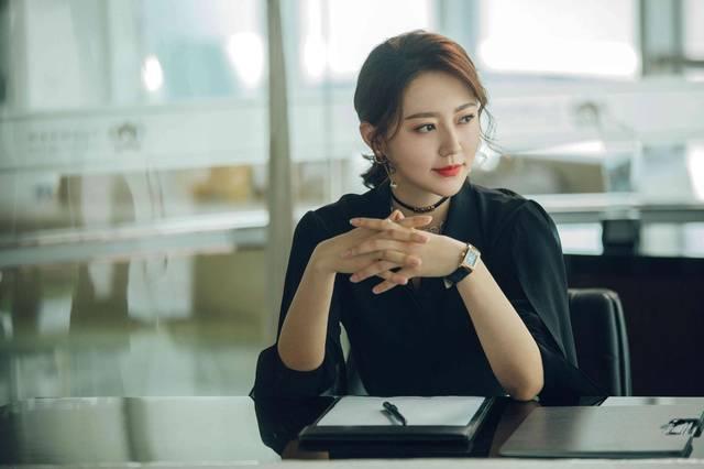 空姐特殊邪恶色系_2019年里,黄梦莹在《逆流而上的你》中演绎了骄傲,率性的空姐高蜜;在