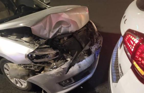 大众朗逸撞上哈弗h6,看到车祸现场图片后,网友:差距有