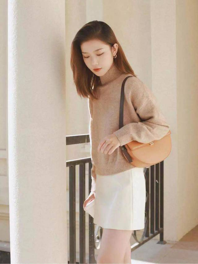 強色妹色_这个颜色显白又高级,秋冬穿也太美了!