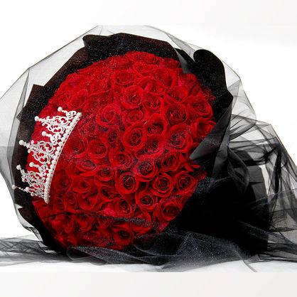 花材:99枝皇冠红玫瑰