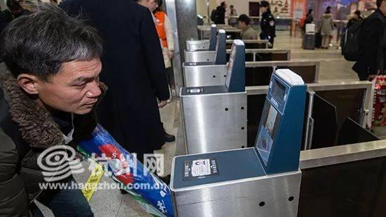 新闻早餐丨再见,纸质火车票!杭州东站等45个车站12日起将启用电