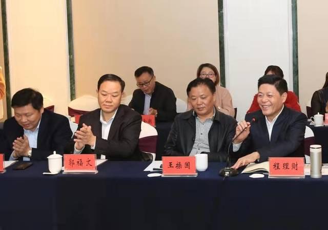 湖北省黄冈各县市区在汉商会赴黄梅考察交流