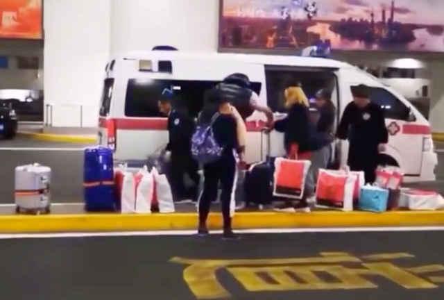 上海机场回应接机 属于当班员工私自违规使用