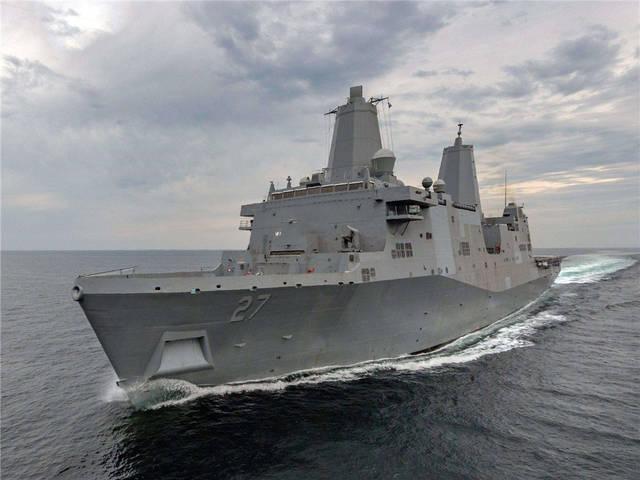 美军舰刚刚出港不久,一道白光在