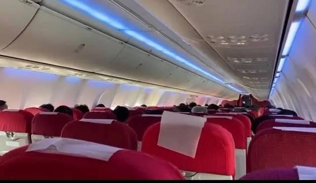 杭州萧山机场,乘客收到噩耗,航