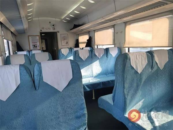 """这趟火车有点""""怪"""" 要买50元小食品套餐才能入座"""