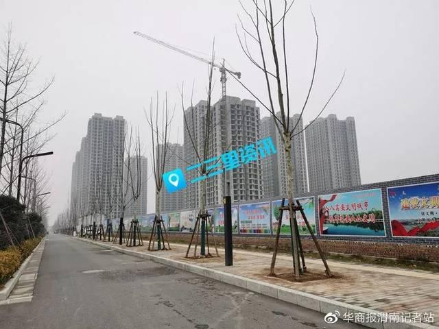 渭南18名农民工工资被拖2年!渭南明泽地产:找承建方要!