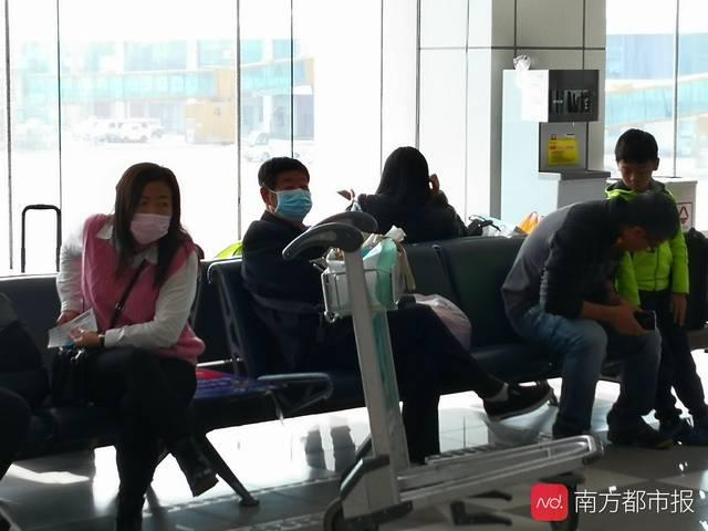 珠海确诊新型冠状病毒肺炎病例后首日:机场多见戴口罩旅客(图)