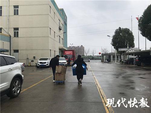记者探访常州口罩厂家:紧急召集