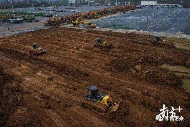 """与此同时,另一座""""小汤山"""",雷神山医院也在加紧建设中,按照计划将于2月图片"""