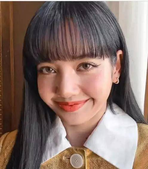 时尚圈迷惑审美:周震南动作怪异被嘲辣眼,lisa刘海涂油颜值暴跌图片
