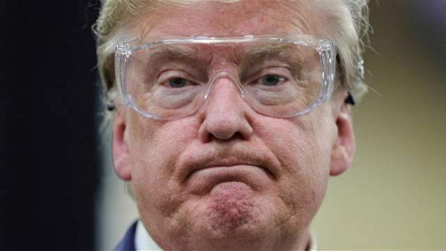 特朗普观赏口罩工场,不戴口罩戴护目镜!数周来初次分开白宫