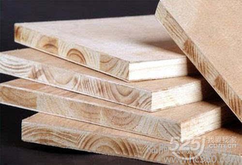 木地板:由软木或硬木材料经过加工处理而成的木板面层,常见的木地板