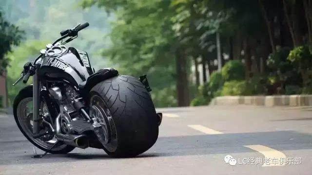 补充一句,骑摩托车头盔一定要戴好.