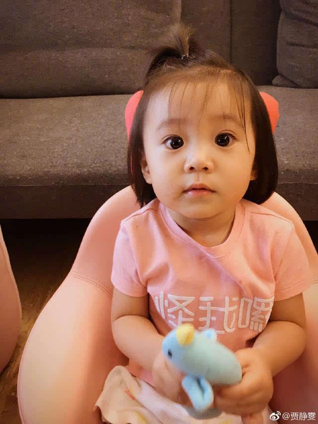 宝宝小心脏受不了图片_眼睛又大又圆,双眼皮越来越明显,萌萌的看着你,谁的小心脏能受得了啊