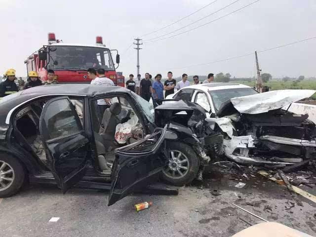 兴化张陶公路发生惨烈车祸,一人当场死亡