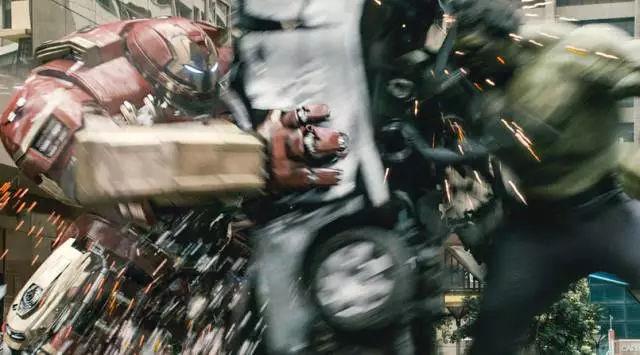 巨人大战钢铁侠_钢铁侠不得已召唤反浩克战甲,大战绿巨人.