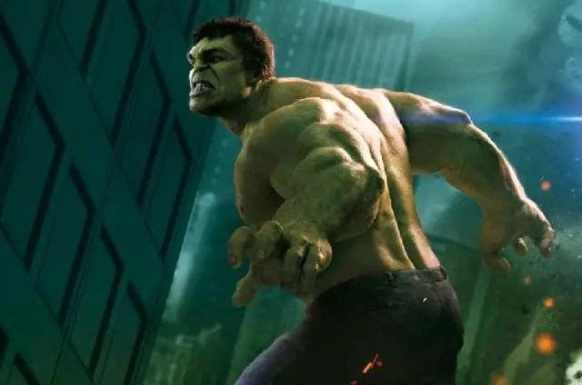 回顾《复仇者联盟2》这部漫威电影,绿巨人疯狂的在闹市街道搞破坏