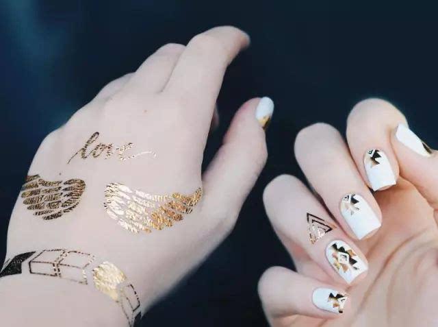"""最近国外非常流行""""指缘tattoo"""", 是指在手指边缘贴上纹身贴纸的一种"""