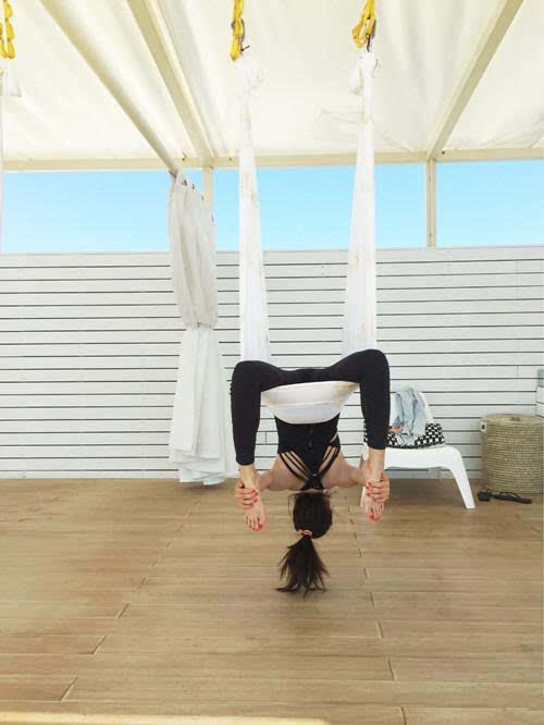 下腰劈叉高抬腿 娱乐圈隐藏瑜伽高手 惊艳到飞起!图片