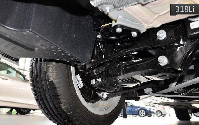 即使采用相同的悬架结构,雅阁混动的避震阻尼,底盘衬套,整车刚性都作